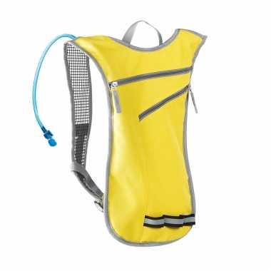 Goedkope gele sport rugtas/rugzak met waterzak 2 liter 32 x 50 cm